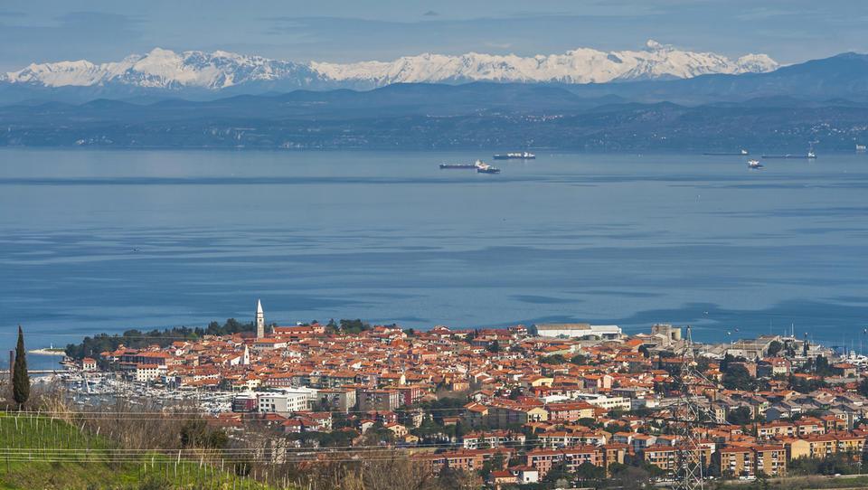 (#ostanimodoma) Kaj ponuja TOP 30 slovenskih turističnih biserov