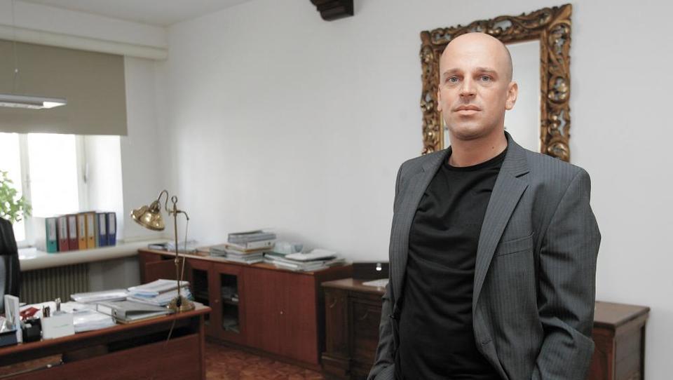 Jankovićeve pisarne v središču Ljubljane na dražbi. Zakaj jih rubi tudi šef ATVP?