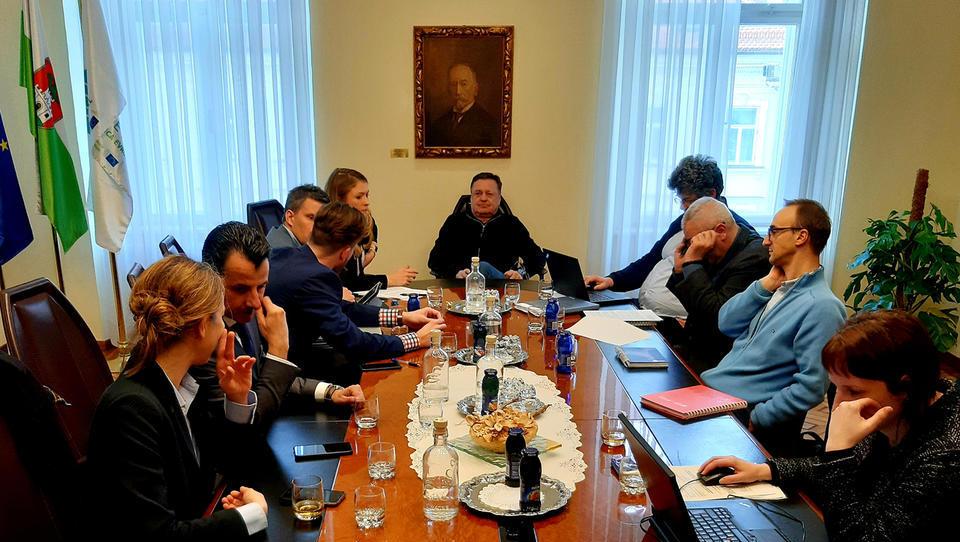 (reportaža) Tako se je Janković pogajal z Grki, 2. del