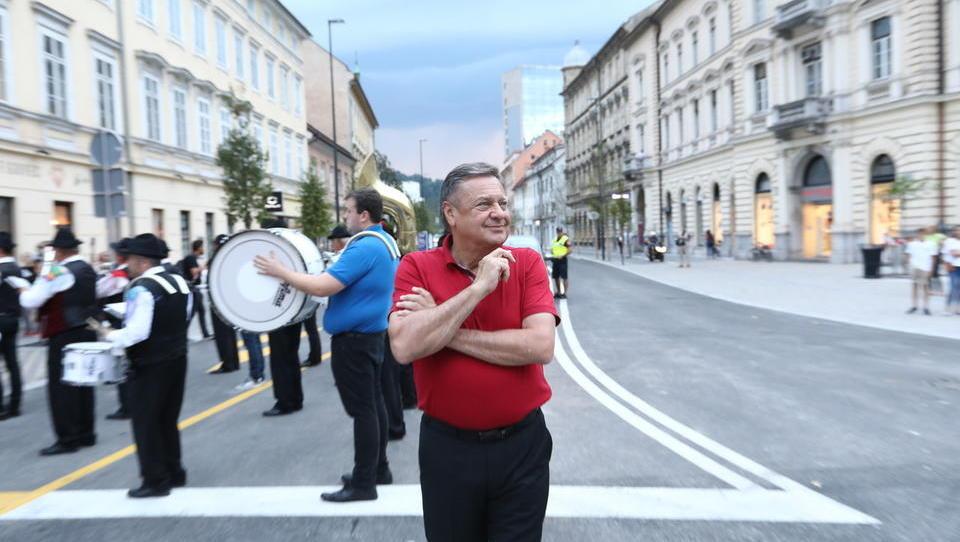 (v grafih) Kako močno je doslej zmagoval Janković in kako se je topila volilna udeležba v Ljubljani
