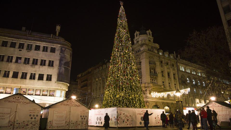 Hitri pregled tedna: Italijani so razpustili parlament, Beograjčane pa je razjezilo pregrešno drago božično drevo