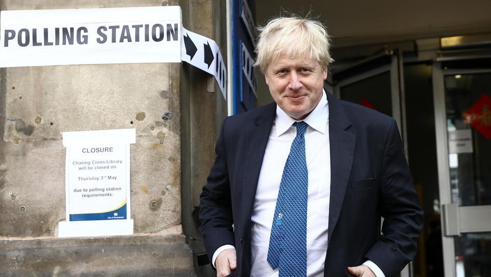 Brexitovski preobrat: parlament ne bo glasoval o dogovoru, premiera so poslanci prisilili, da zaprosi za odlog, ker vladi ne zaupajo