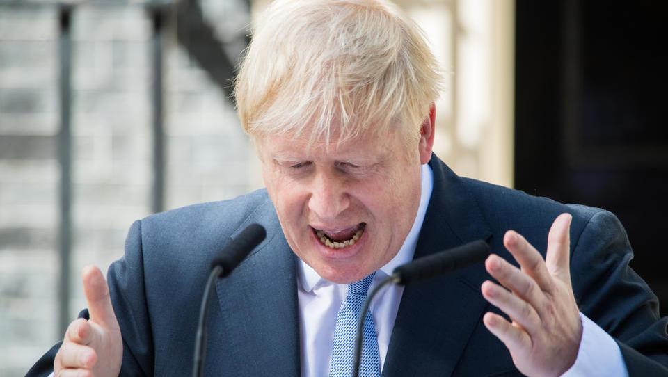 Britanski parlament spet zaseda: premier Johnson je laburiste zasul z očitki in jih izziva, naj mu izglasujejo nezaupnico