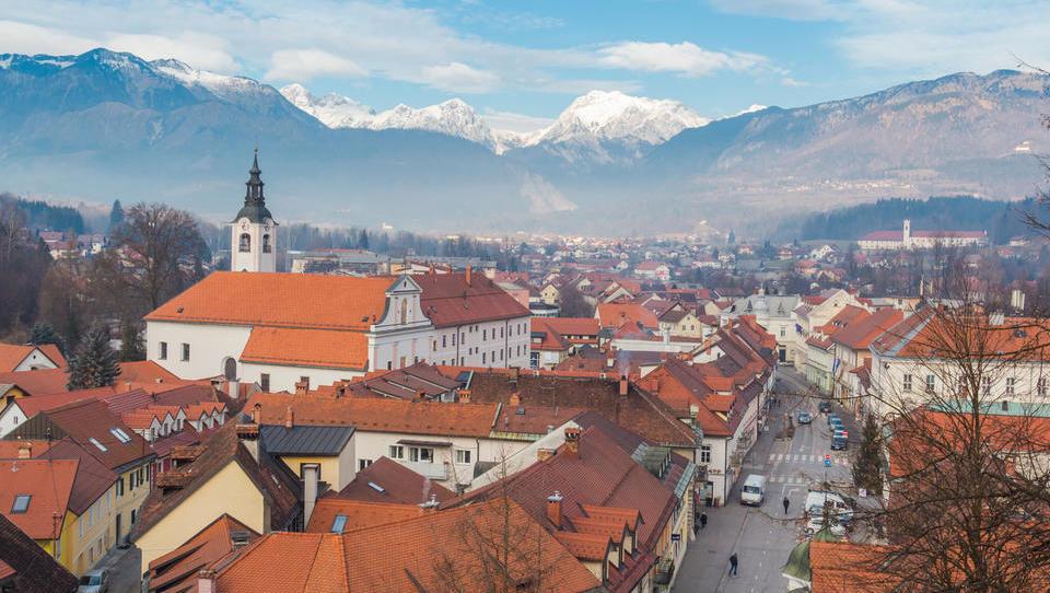 Zakaj cene rabljenih stanovanj v Kamniku in Domžalah mirujejo, prometa pa je vedno manj