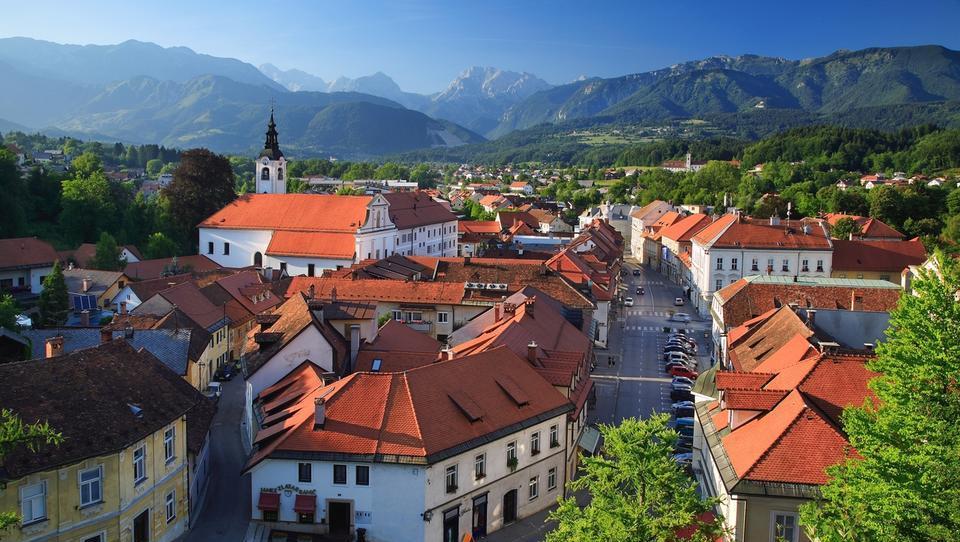 Nepremičnine: kaj se dogaja s cenami v Kamniku in okolici