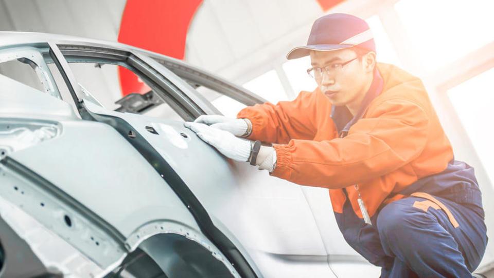 Analiza avtomobilistov: kaj pričakovati od panoge, ki na Kitajskem doživlja 15-odstotni upad prodaje