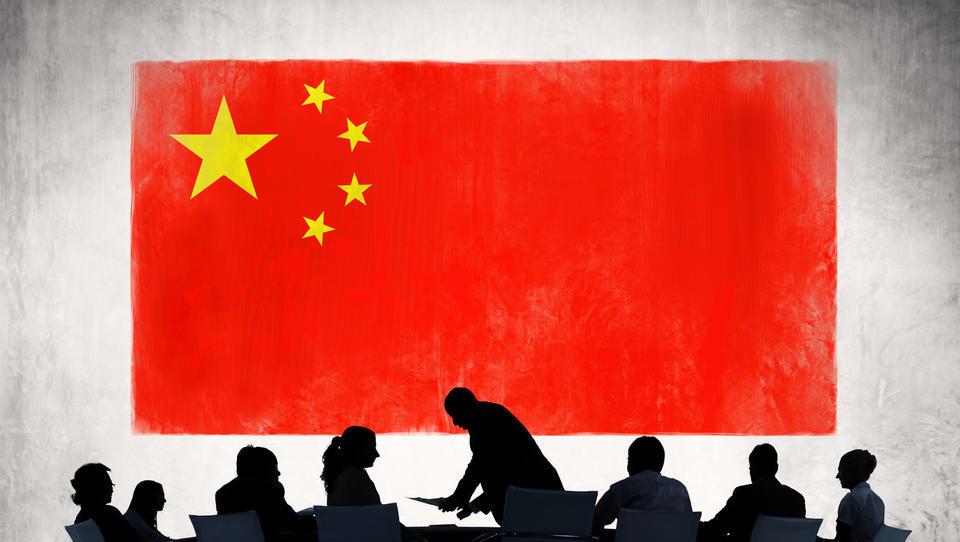 Kitajski zmaj udaril nazaj: v veljavi višje carine, kmalu tudi črna lista podjetij