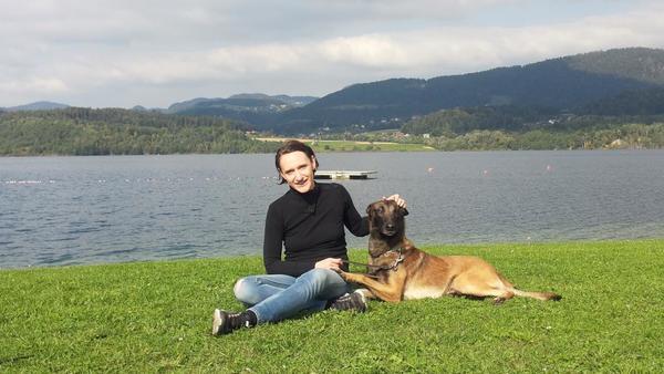 Velenjska podjetnica z brezrokavniki za vodnike psov na svetovni trg