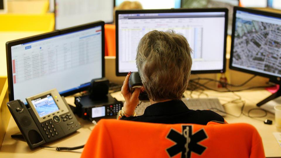 Za dispečerska centra zdravstva samo ena ponudba, Telekomova - kaj je s tem narobe?