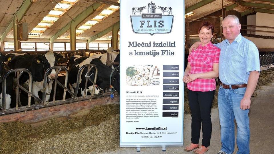 Krave in telički na kmetiji Flis-Četina poslušajo klasično glasbo
