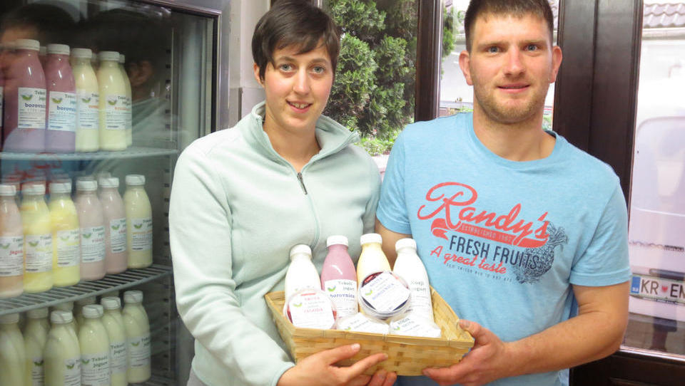 Mlada gospodarja kmetije Pr' Benk povečujeta predelavo mleka
