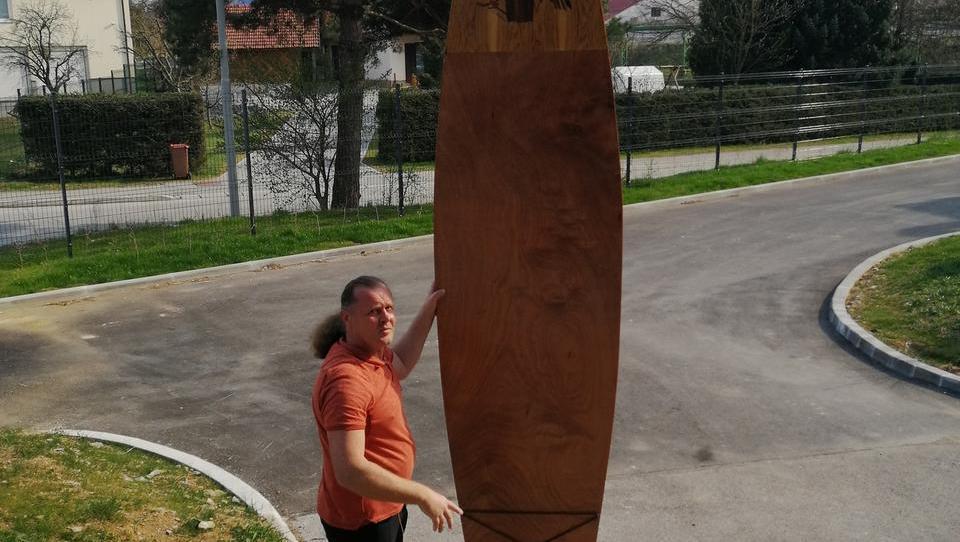 Kočevar, ki bi z lesenimi supi opremil slovenska jezera