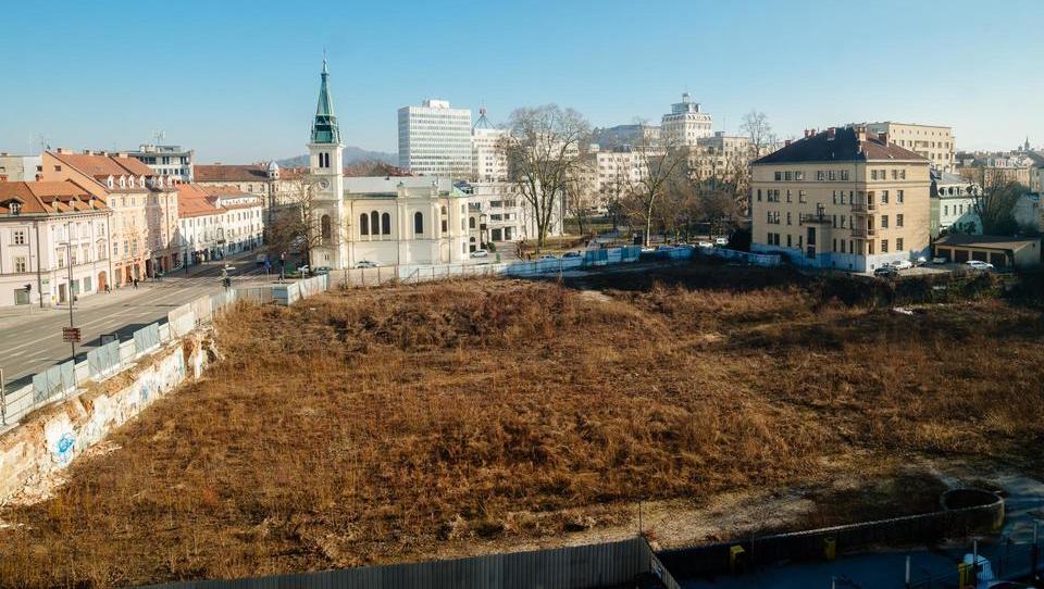 Ministrstvo za okolje in prostor razveljavilo gradbeno dovoljenje za Schellenburg