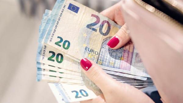 Stopnja varčevanja gospodinjstev na evrskem območju je v zadnjem lanskem četrtletju spet poskočila