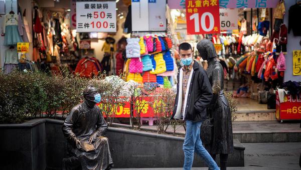 Koronavirus: Kitajska spet spremenila štetje, prve smrtne žrtve med potniki s križarke