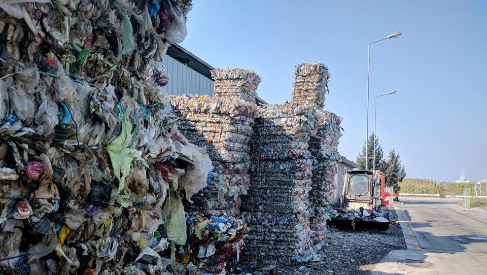 Na Kitajsko od pet do deset tisoč ton slovenskih odpadkov. Na leto.