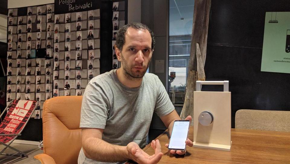 (video) Pametna ključavnica: ko telefon zamenja ključe