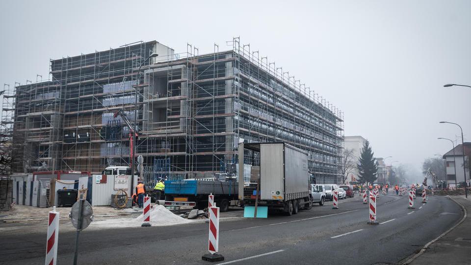 Kaj gradi Krka nasproti Plečnikovega stadiona?