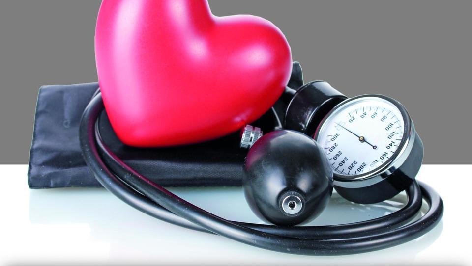 Kako ravnati pri bolnikih na zaviralcih ACE ali ARB?