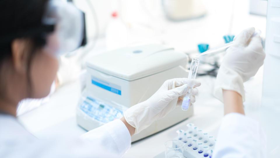 Razveljavljen izbor cenejšega ponudnika opreme za laboratorije UKCL