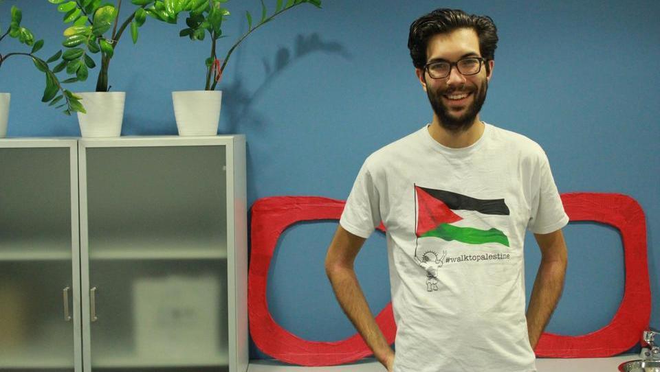 Dan s Švedom, ki pešači pet tisoč kilometrov za Palestino