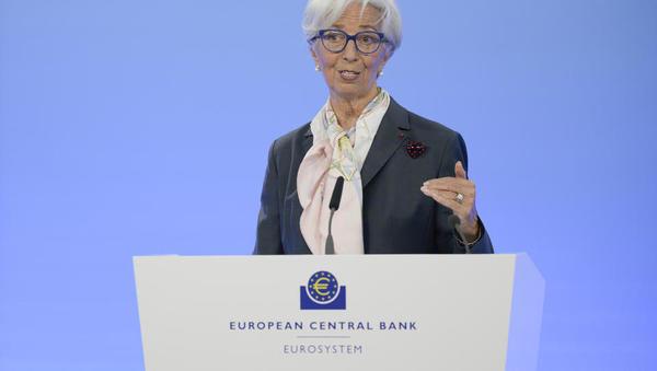 Inflacija naenkrat dosegla dva odstotka. Kako bo ravnala ECB?