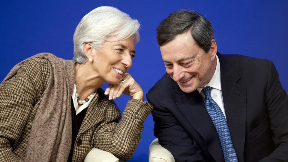 Mario Draghi se z vrha ECB poslavlja z besedami, da bodo obrestne mere nizke še kar nekaj časa