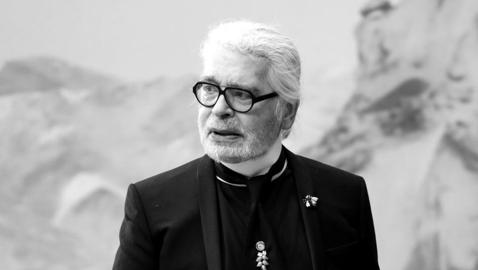 Umrl je modni oblikovalec Karl Lagerfeld