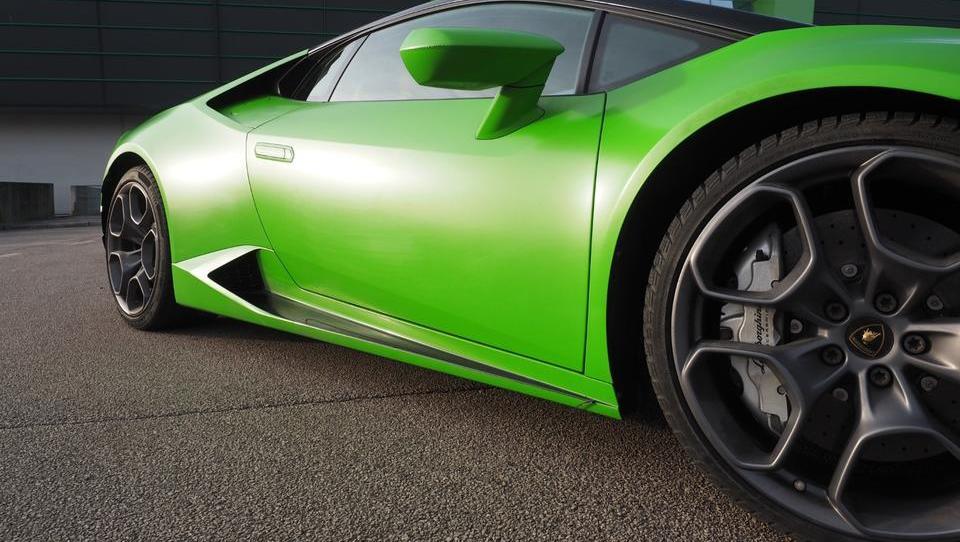 Lamborghini huracan LP 580-2: z zeleno pošastjo po hladnih slovenskih cestah