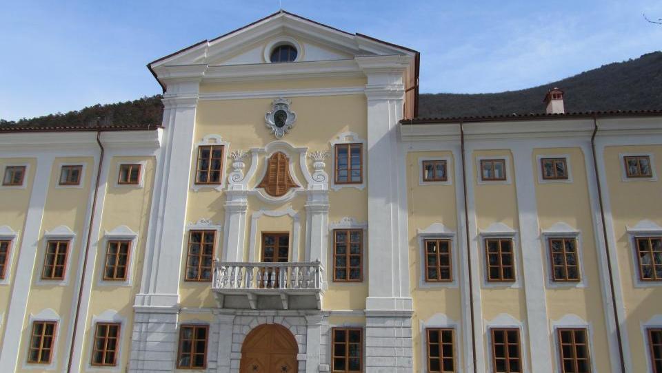 Prvič v Sloveniji: Mrzla reka greje dvorec v Vipavi