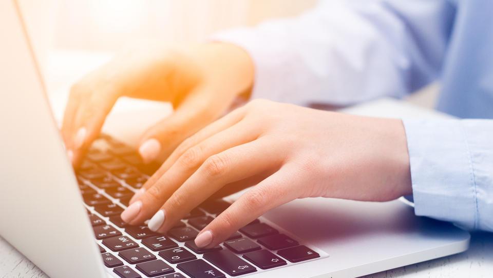 Podjetniki, večino dokumentov vam Furs vroča le še elektronsko