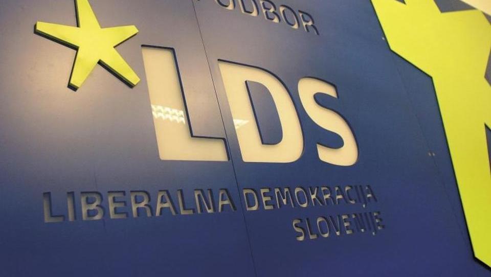 Nekdanji največji stranki v državi rubijo tiskalnike, trezor, serverje, ...