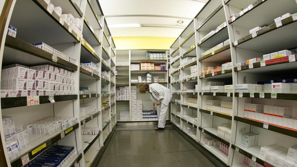 Absurd javnega naročanja zdravil: kako UKCL ni pobral 1,3 milijona evrov prihranka