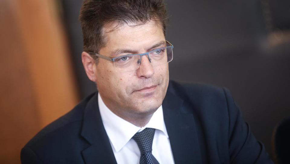 Slovenskemu komisarskemu kandidatu Janezu Lenarčiču resor za krizno upravljanje