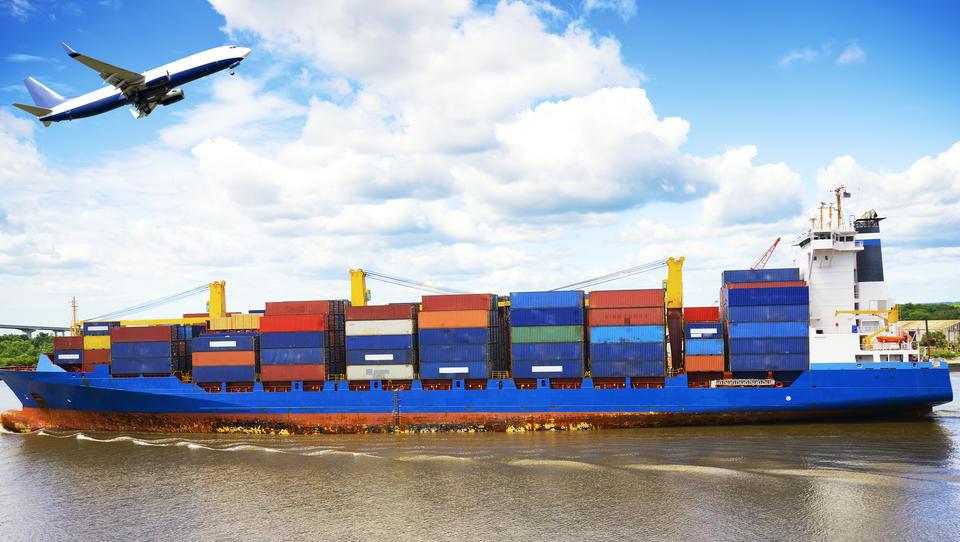 Vnovična visoka napetost v trgovinskih odnosih med EU in ZDA ter namigi o carinah za avte