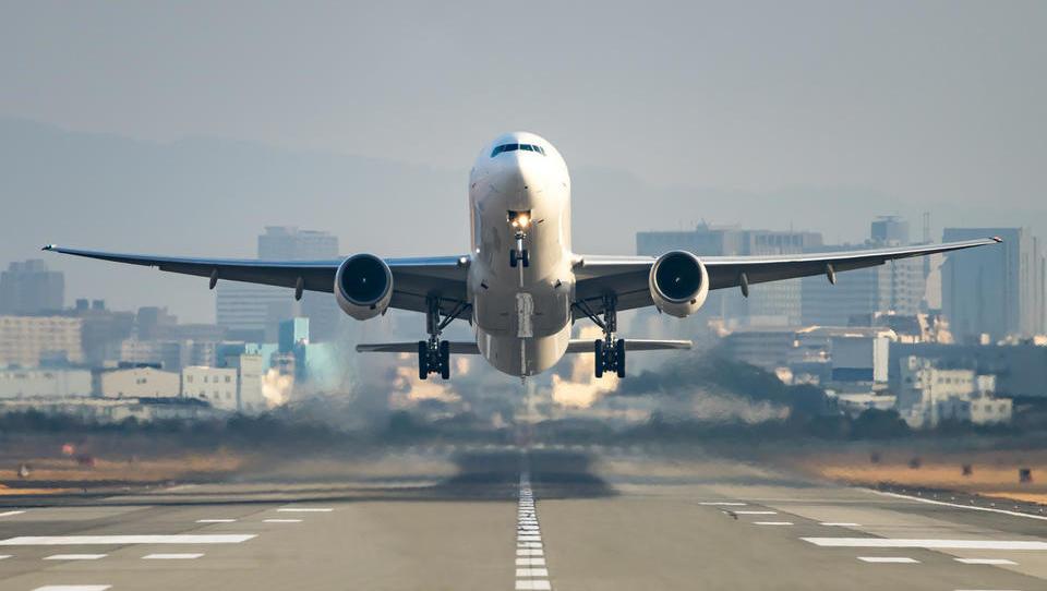 (mini pravna svetovalnica) Kaj storiti, če na letalu izvisite kot Dončić