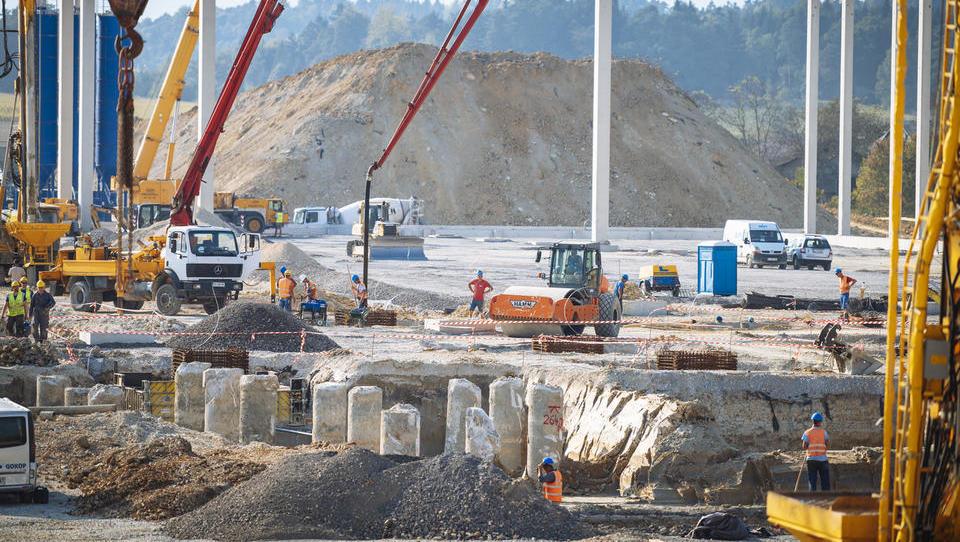 Skladiščna mrzlica: logisti bodo še gradili, pomagajo jim tudi najbogatejši Slovenci