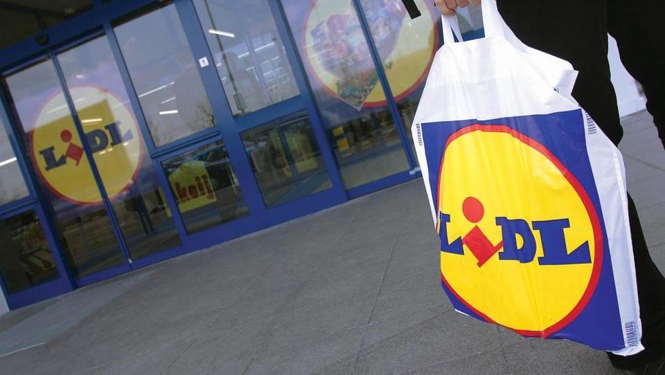 Od. 1. septembra trgovci na blagajnah ne bodo prodajali plastičnih vrečk