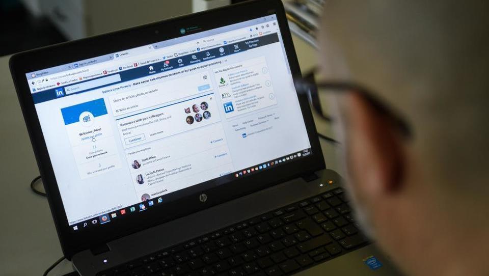LinkedIn z novo podobo: če ste sramežljivi,vam bo pomagal robot