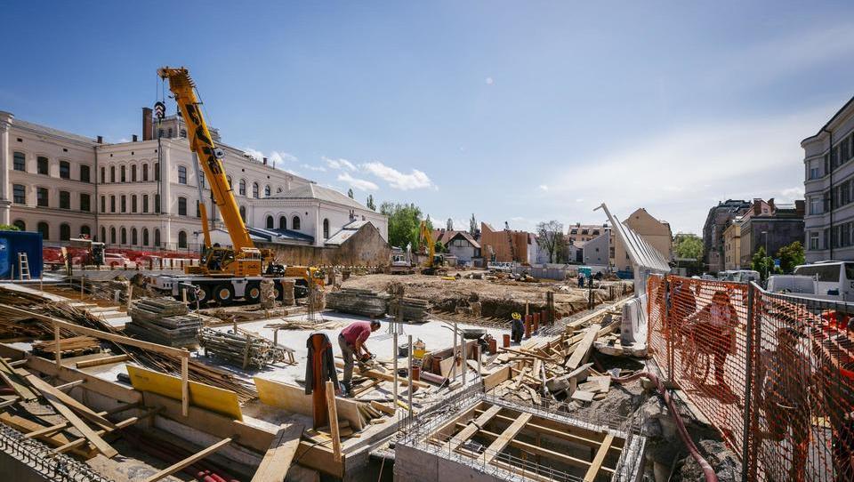 Rasti gradbenih aktivnosti sledijo tudi stroški gradnje stanovanjskih stavb