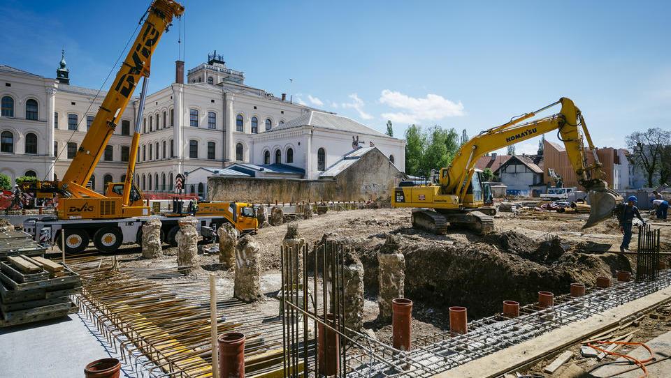 Zakaj se je zgodil majski upad vrednosti opravljenih gradbenih del stanovanjskih objektov?