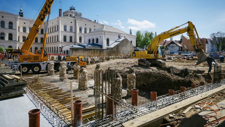 Maja upad vrednosti gradenj stanovanjskih objektov