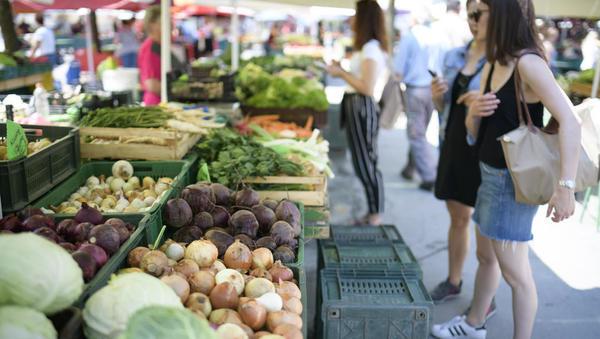 Imate stojnico, gostilno, mesnico, prodajate krmo, kruh, sadje, zelenjavo ali sladoled? Inšpektorji so čedalje bolj aktivni