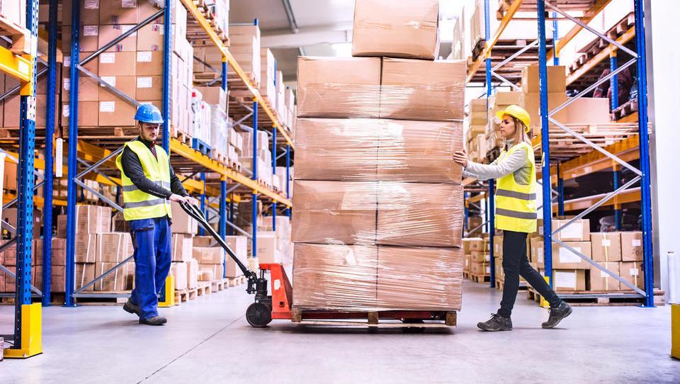 Junija največ zaposlovanja v gradbeništvu in logistiki