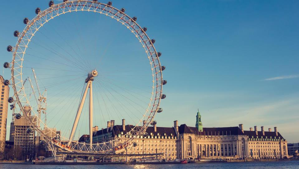 Zakaj je bil London v petek v temi? So krivi obnovljivi viri?