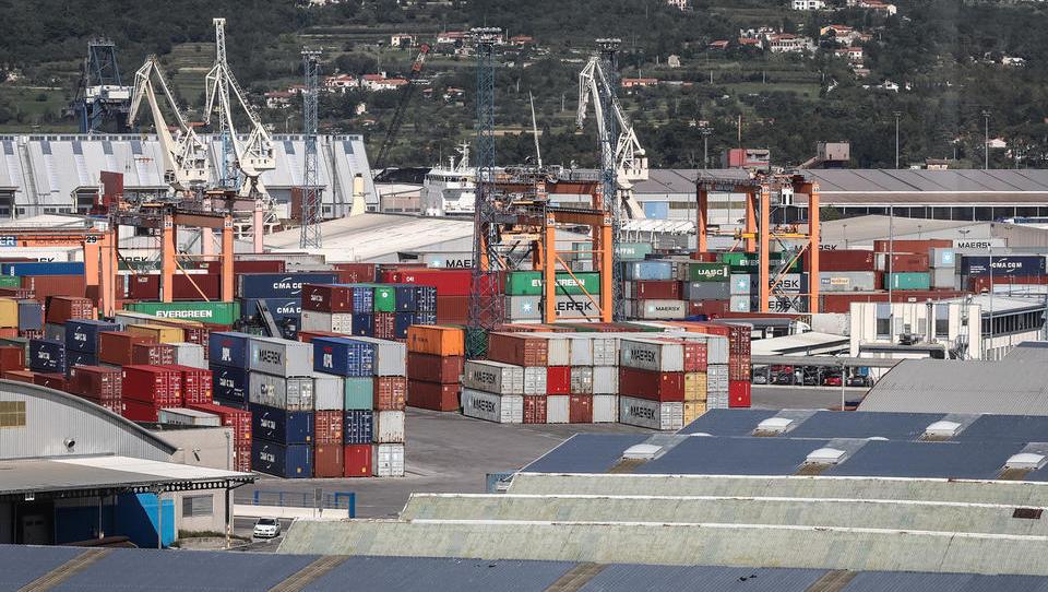 Kako so revizorji razcefrali sodelovanje Luke Koper z izvajalci pristaniških storitev