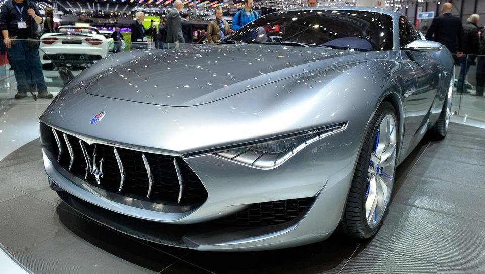 (video) Ko zahrumi Maserati alfieri
