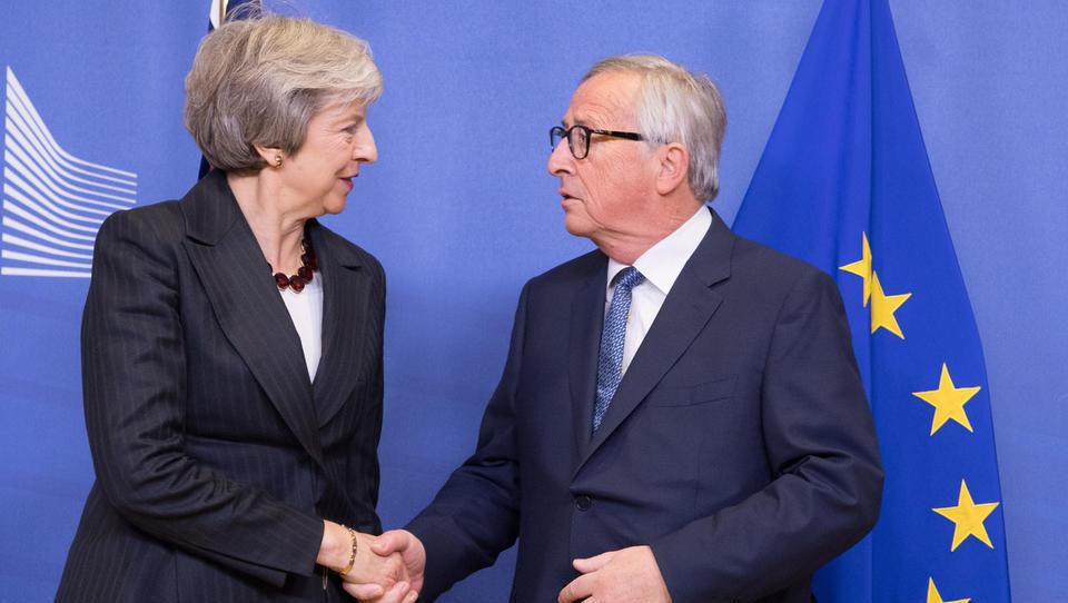 Parlament pošilja Mayevo v Bruselj, naj izpogaja drugačen dogovor - EU nova pogajanja zavrača