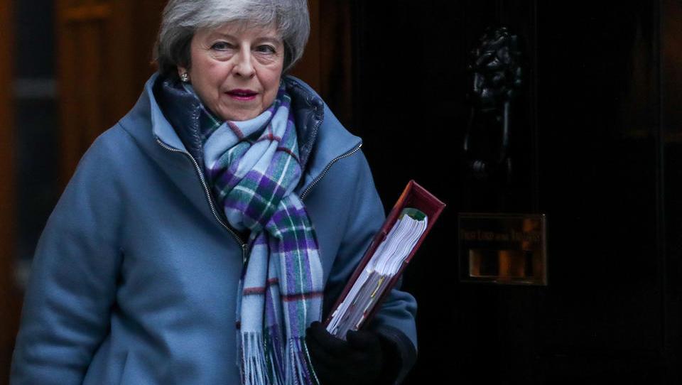 Britanski poslanci brez načrta, kak brexit bi radi. Mayeva bi šla, če potrdijo njen sporazum. So se možnosti za urejeni brexit povečale?