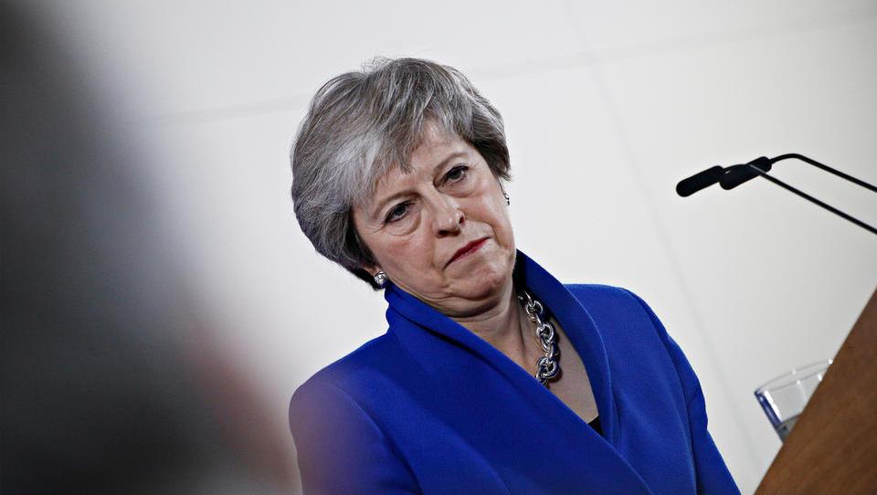 The Times: Britanska premierka Mayeva naj bi jutri odstopila